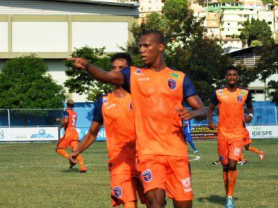 Nilo comemorando gol do Doze FC